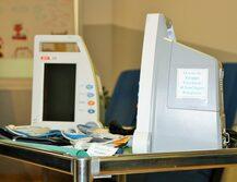 """Misuratori di parametri vitali per il Day Hospital Oncologico del Policlinico donati dal """"gruppo cacciatori di S. Agata Bolognese"""""""