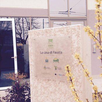 La prima pietra, posta nel marzo del 2015 (Foto Policlinico)