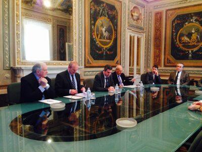 Il tavolo della conferenza (da sinistra): Mezzetti, Trenti, Cavicchioli, Andrisano, Lohr e Prandini
