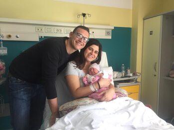 Carpi: Alice con i genitori Alessia ed Enrico